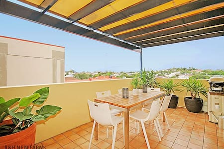 1Bed apartment in the heart of New Farm with views - Appartamento