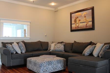 Newly Remodeld * Beach Block * 5 Bedrooms - Ocean City - Townhouse