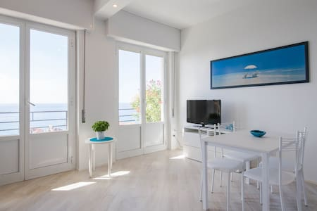 Cozy studio apartment with stunning sea view - Finale Ligure