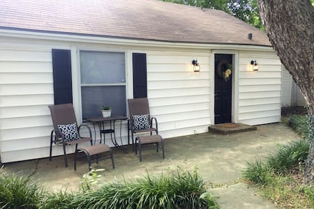 Charming Backyard 1BR Bungalow - No Cleaning Fee! - ウェーコ