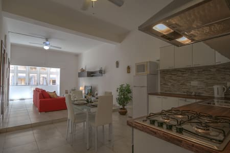Delightful Three Cities Central - Apartamento