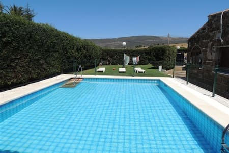 Chalet con piscina privada Bolonia. - Xalet