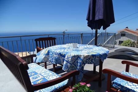 Apartamento Goncalves , Vista sobre Mar e Serra - Apartament
