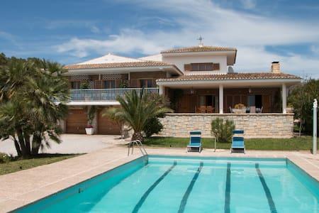Luxury Villa with Pool & Tennis Court - Villa