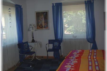 Zimmer inkl. Frühstück - Mitten im Ortskern - House