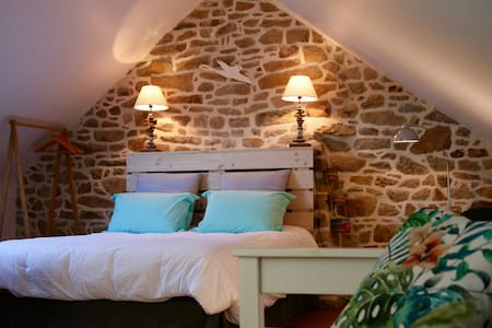 """Les chambres du manoir de Kerhel """"Maïdo"""" - Locoal-Mendon - Bed & Breakfast"""