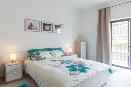 Double Bedroom with private bathroom - L-Imġarr - Apartament