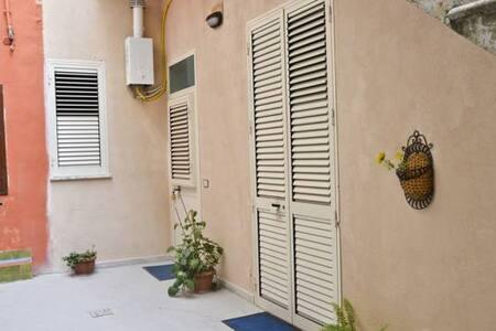 Casetta Centro Storico a Marsala - House