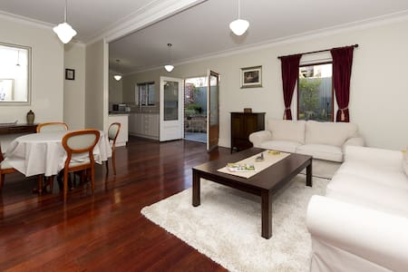 Character home close to city, river and cafe strip - Burswood - Ev