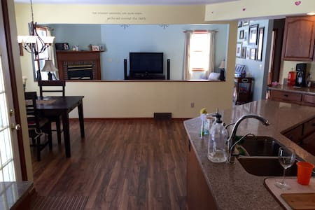 RNC ***Spacious 4 bedroom colonial - Painesville
