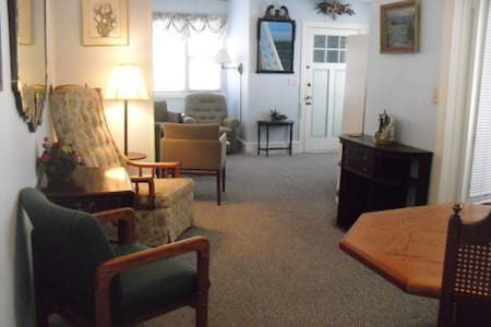 Bright, spacious Ocean Grove apartment - Neptune Township