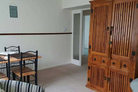 Comfortable Apartment Backs onto countryside - Apartament