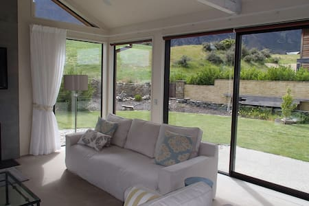 Phenomenal Luxurious Home at desirable Jacks Point - Kawarau Falls