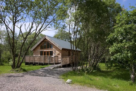 Silver Birch Log Cabin with hot tub - Stuga