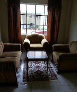 casa amoblada de dos pisos - Ház