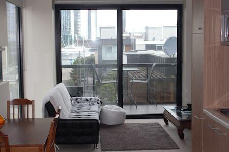 Quiet CBD Docklands Aparment - Docklands - Apartment