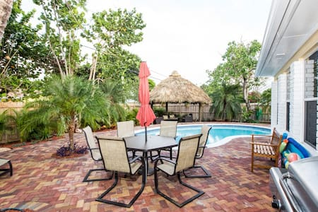 Tropical 4bd W/Pool, Tiki Hut-Beach - House