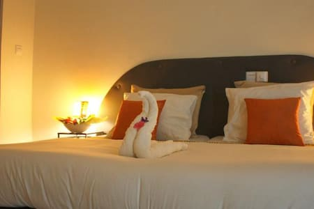 Ixora - Cheers Guesthouse dbl room - Bed & Breakfast
