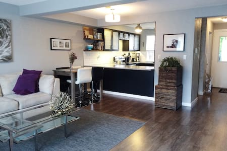 Room type: Entire home/apt Property type: Townhouse Accommodates: 6 Bedrooms: 3 Bathrooms: 1.5