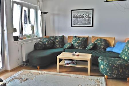Lichtdurchflutetes Zimmer für 1-2 Personen - Friedrichshafen - Appartement