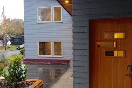 Cozy Modern Big Tiny House Inner SE