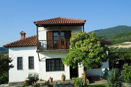 Beautiful country house at the port of Olympus - Platamon