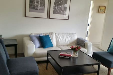 Spacious apt in handy location - Apartamento