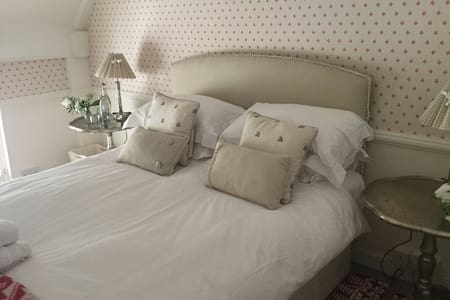 Luxury B&B Green Room Village House - Bramdean  - Bed & Breakfast