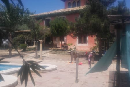 Serena Double Bed Room . Parking. Wifi. Coffee. - Murcia - Hus