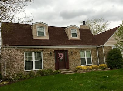 Cozy 3 bdrm home- Great for Derby! - Clarksville