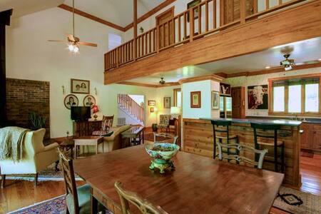 PETTIT HOUSE 4 bdrm -SMART TV - Lookout Mountain
