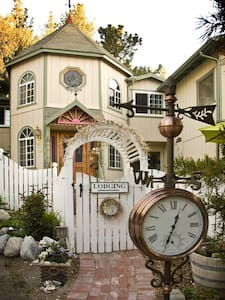 Stay in a Five Star Wellness Center - Wrightwood - Bed & Breakfast