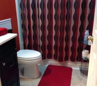 Cuarto y baño privado , cerca MARTA - Appartamento