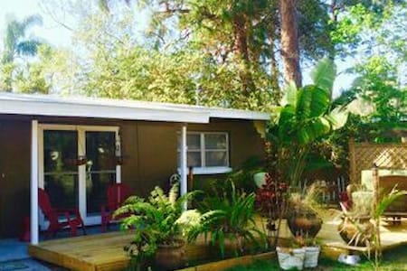 Best location for beaches & bikes! - Palm Harbor - House