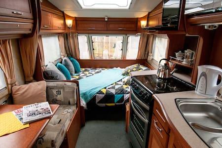 Bella the cosy  caravan - Loft-asunto