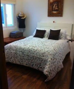 Habitación cama de matrimonio, baño no compartido - Ribadeo