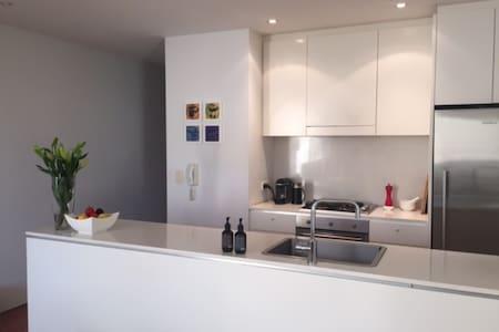 Modern, private apartment - Lägenhet