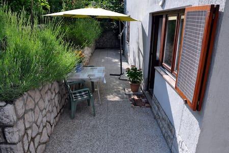 Cool studio in a quiet neighborhood - Huoneisto