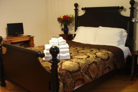 Guest Suite, Downtown Iowa City - Vendégház