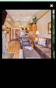 1 bed/2 bath top floor, walking distance to slopes - Condomínio