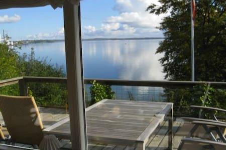 Cozy beach cottage - amazing view - Kulübe