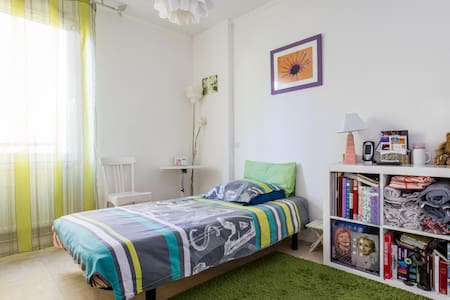 Chambre ensoleillée à louer - Apartment