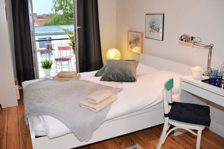 Beautiful room with Balcony in Hoheluft-West - Hamburg - Apartment