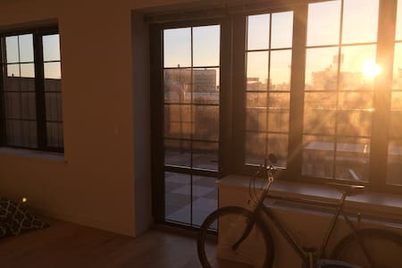 Beautiful Long Island City Studio Apt w/ Patio - Queens - Appartement