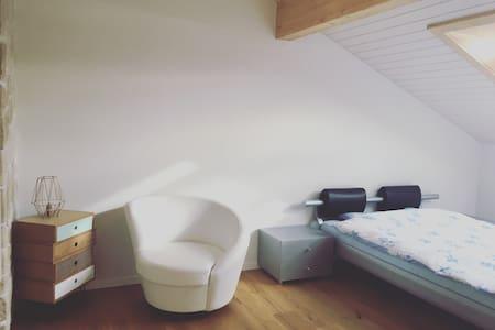 Superbe chambre à deux pas de Fribourg - Sankt Ursen - Lejlighed