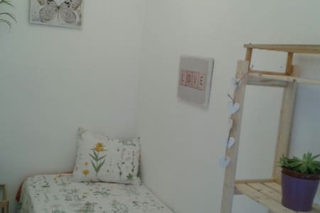 Lovely single room with breackfast - Barcelona - Apartment