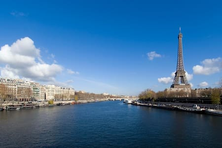 Charming houseboat under Eiffel Tower - París