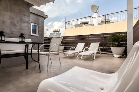 Pretty studio with amazing terrace - Apartment