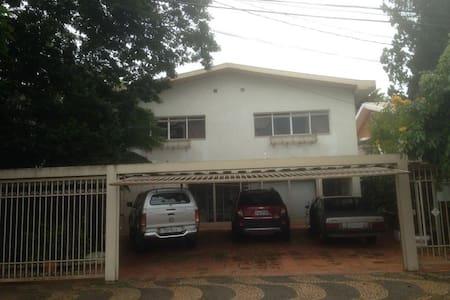 Casa completa e bem localizada em Marilia-SP - Marília
