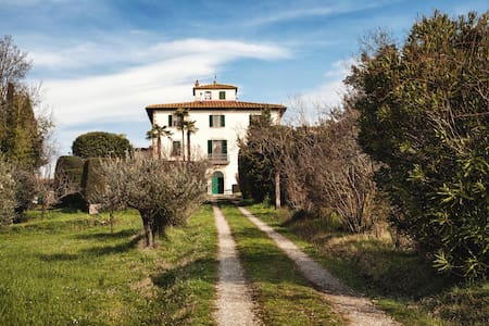 Rooms in a classical Tuscan villa - Leilighet